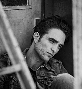 Robert_Pattinson_-_Dior_Mag_by_Peter_Lindbergh_2019-07.jpg