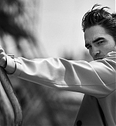 Robert_Pattinson_-_Dior_Mag_by_Peter_Lindbergh_2019-08.jpg