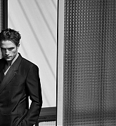 Robert_Pattinson_-_Dior_Mag_by_Peter_Lindbergh_2019-11.jpg