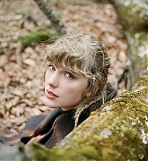 Taylor_Swift_-__evermore__Album_Photoshoot_2020_09.jpg