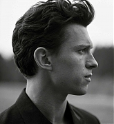 Tom_Holland_-_Esquire_-_March_2021_06.jpg