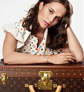 Alicia_Vikander_-_Louis_Vuitton__Journey_Home_for_the_Holidays__2020-01.jpg