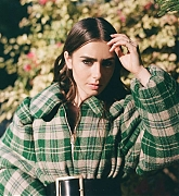 Lily_Collins_-_Rollacoaster_FallWinter_2020-08.jpg