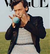 Harry_Styles_for_Vogue_December_Issue_28November_202029-11.jpg
