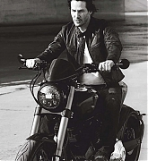 Keanu_Reeves_-_Men_s_Fitness_Australia_Magazine_28May_202029-03.jpg